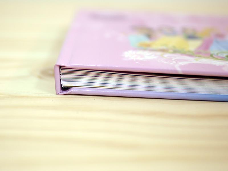 夢幻公主相片書,封面精裝設計,霧膜保護,並加贈書套