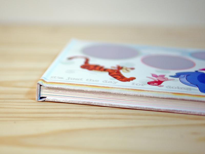 維尼相片書,封面精裝設計,霧膜保護,並加贈書套