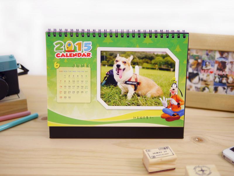 三角桌曆採每月放一張照片,可依個人需求書寫標記