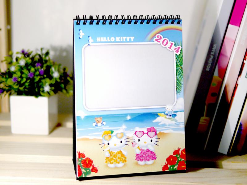 好可愛的2014 Hello Kitty客製化桌曆,提供2款封面樣式