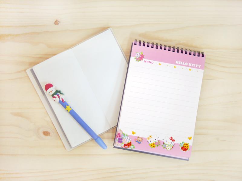 Hello Kitty桌曆背面為備忘錄,紙張使用美術紙,好書寫